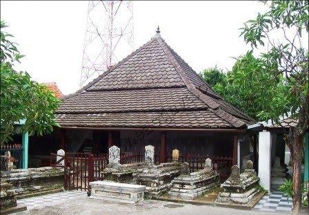 Makam Sunan Giri Gresik Jatim  Majelis Ta'lim Basaudan